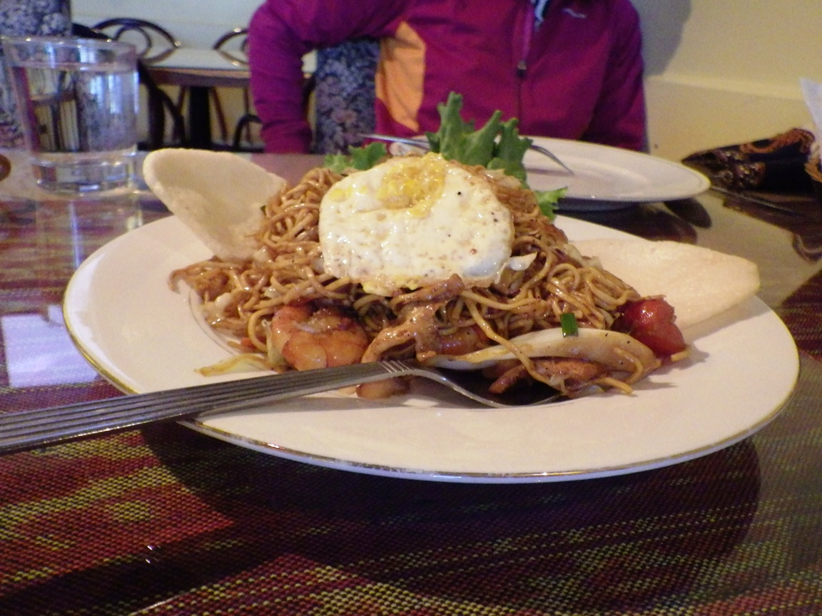 Mie Goreng Chicken andshrimp fried noodles served with Krupuk and fried egg