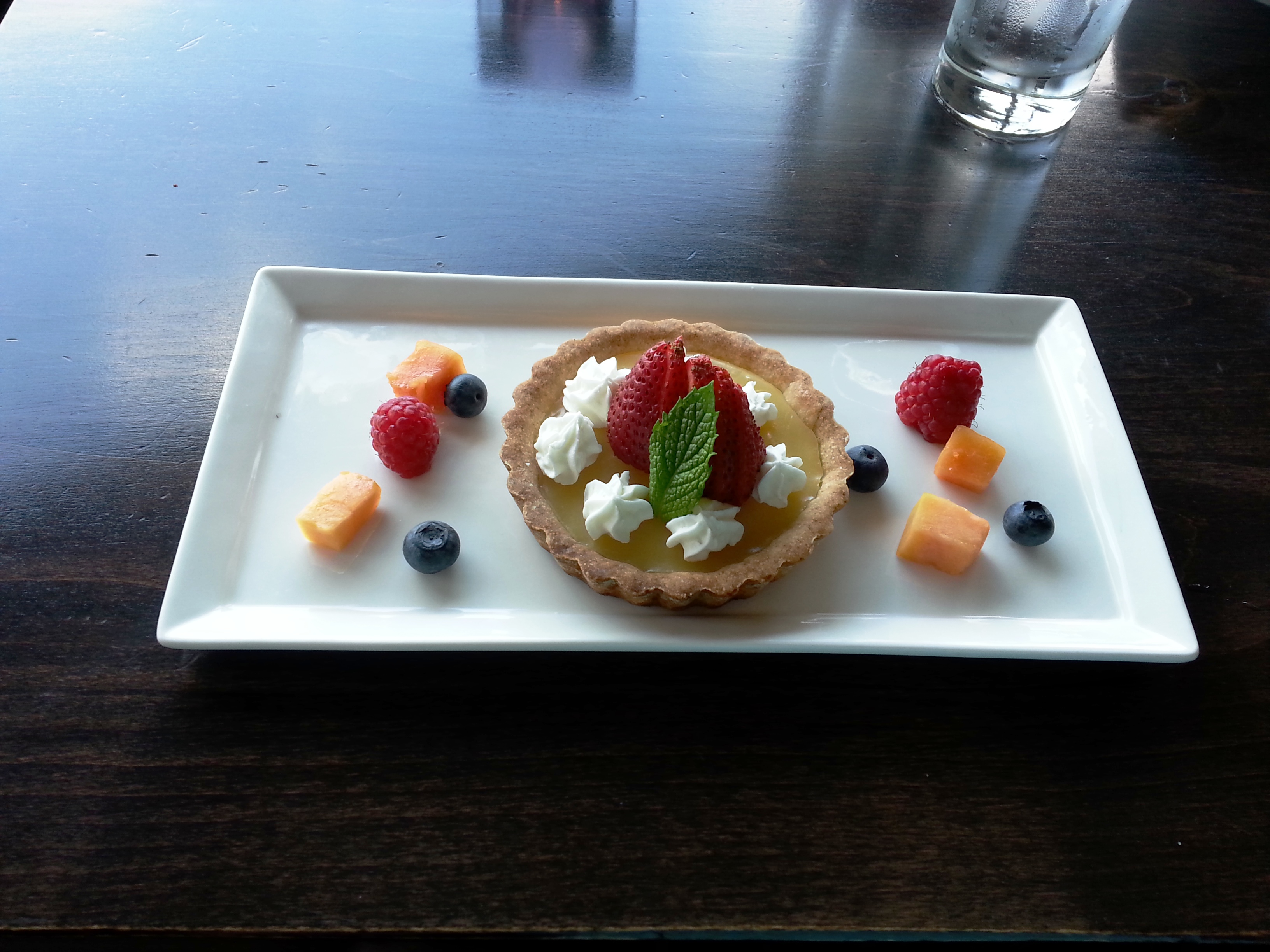 Yuzzu tart with fruit