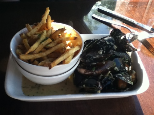 Green Curry Mussels Mussels served with pomme frites